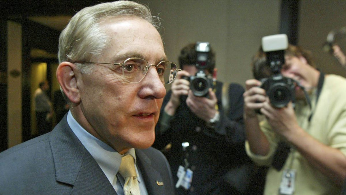 A 2004 file photo of Bob Chiarelli, who won a provincial by-election in Ottawa West-Nepean for the McGuinty Liberals on Thursday.