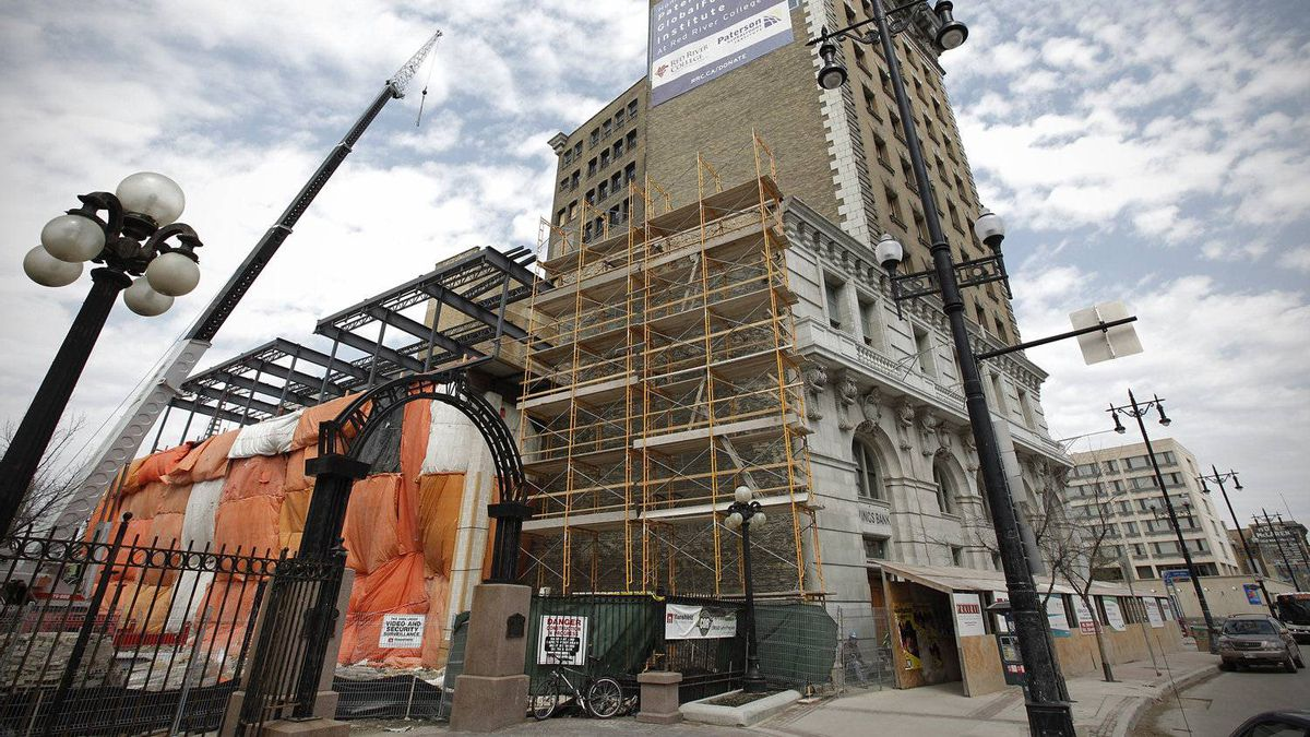 Construction crews work on the redevelopment of the Union Bank Tower in Winnipeg Tuesday, May 10, 2011. The building will be the new home of Red River College's culinary arts school, student residence and high-end restaurant. Winnipeg downtown development is on the increase.