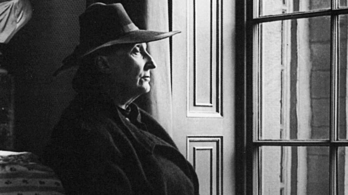 Edith Sitwell in 1945