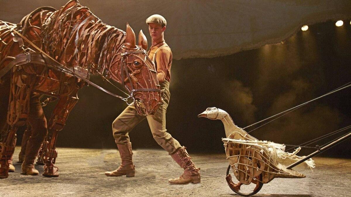 War Horse London cast 2011 by Brinkhoff / Mogenburg Mirvish