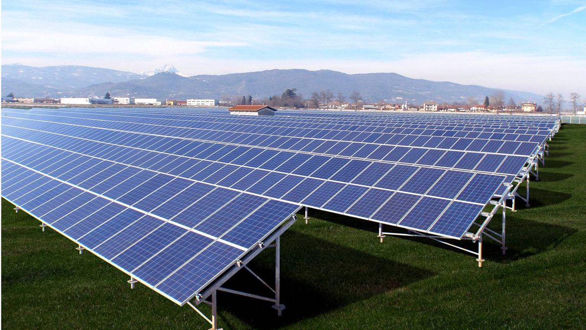 Governments in Canada and around the world are looking at incentives similar to those in Ontarion in a bid to boost the production of green energy.