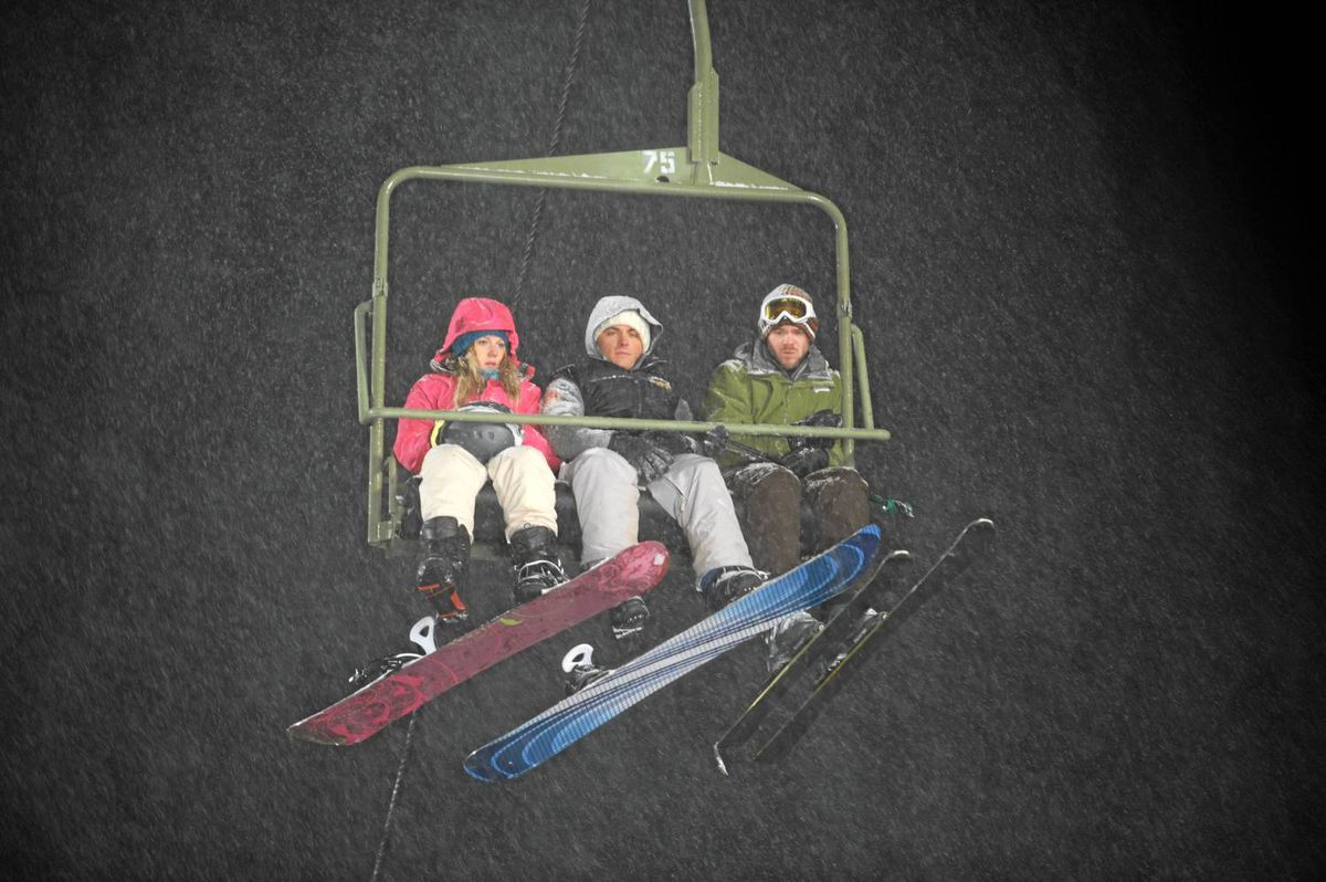 In Frozen, Emma Bell, Kevin Zegers and Shawn Ashmore are stranded in a chair lift without any help in sight.