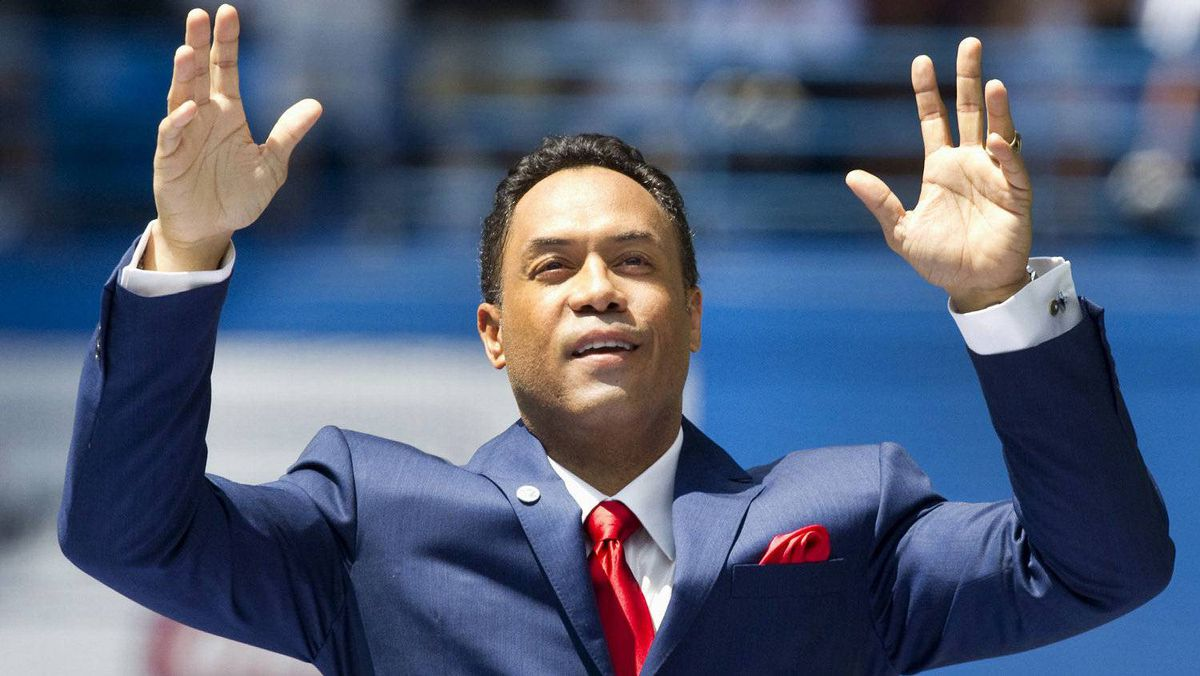 Former Toronto Blue Jays second baseman Roberto Alomar acknowledges the crowd at a ceremony to retire his number 12 jersey, before the Blue Jays MLB American League baseball game against the Texas Rangers in Toronto July 31, 2011. Alomar is the first Blue Jays player to be inducted to the Baseball Hall Of Fame and have his jersey retired by the team. REUTERS/Fred Thornhill