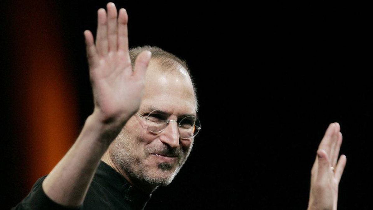 Apple CEO Steve Jobs gestures during his keynote speech at the Apple MacWorld Conference in San Francisco, Tuesday, Jan. 15, 2008.