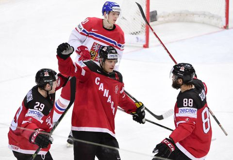 Canada to face Russia in world hockey finals after shutting out Czech Republic