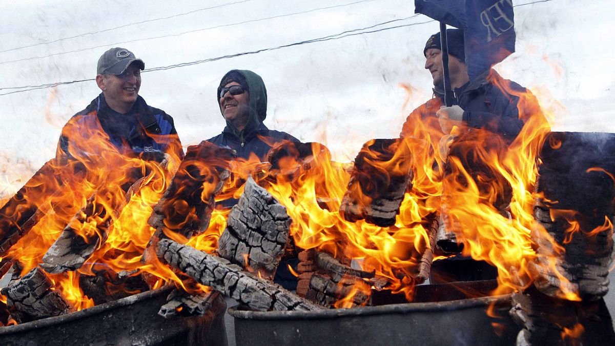 Electro-Motive Canada employee burn pallets to keep warm on the picket line outside the subsidiary of Caterpillar in London on Feb. 8.