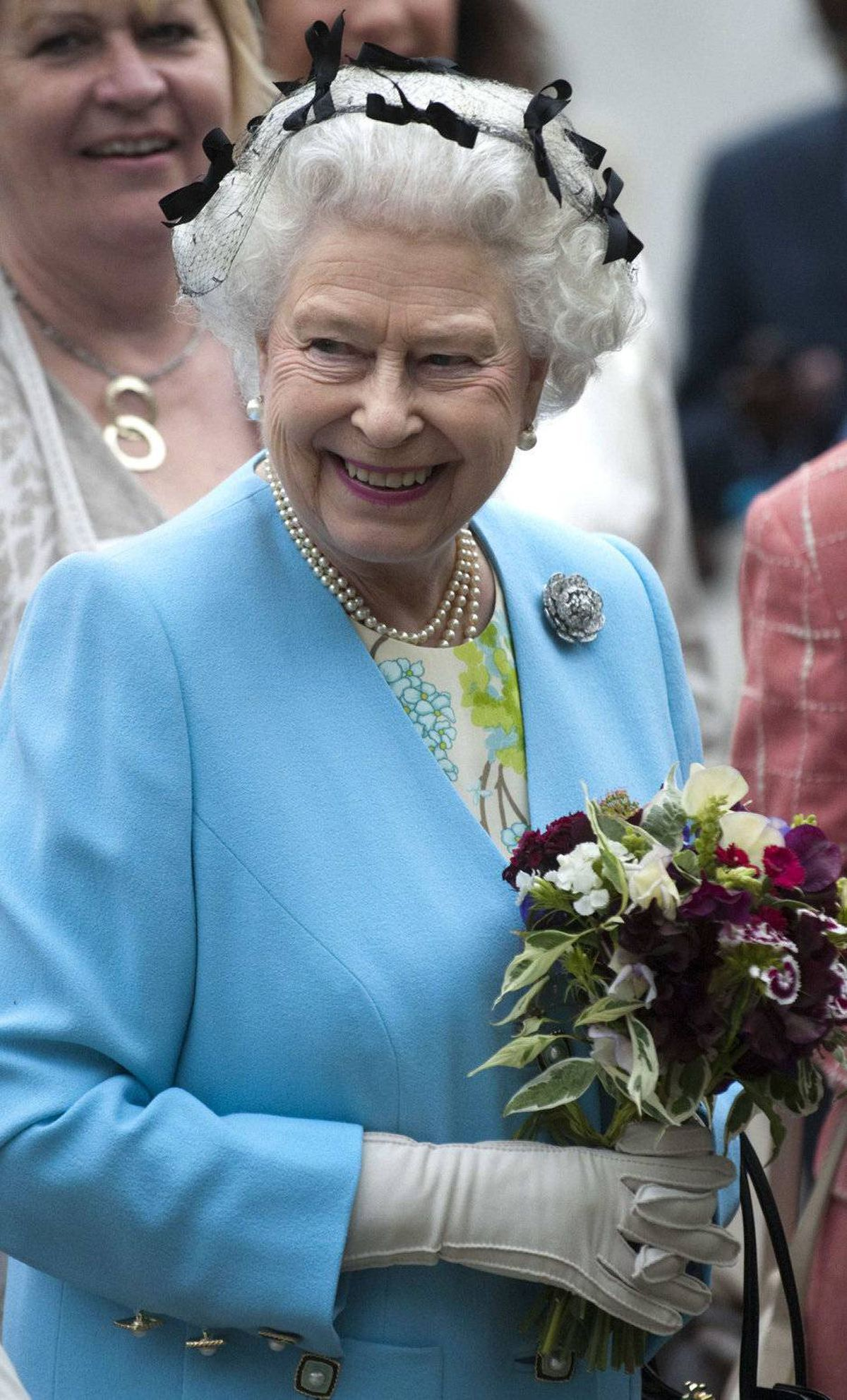 Britain's Queen Elizabeth II tours the Chelsea Flower Show on press day, in central London May 23, 2011. Picture taken May 23, 2011.