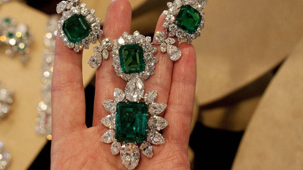 Elizabeth Taylor's emerald and diamond necklace and pendant, a gift of Richard Burton.