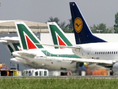 EasyJet, Lufthansa bid to break up Italy's Alitalia
