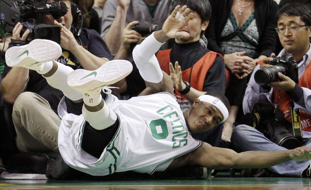 【影片】驚心動魄!NBA球員摔倒瞬間,這畫面看著都覺得疼