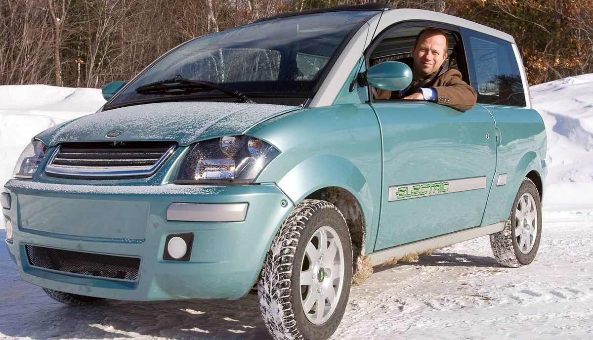 Ian Clifford, CEO of Zenn Motor Company, drives an electric Zenn car at the company's plant in St-Jerome, Que., in 2007.