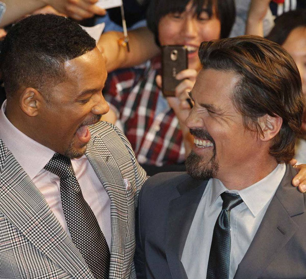 Then Will Smith does that thing with his mouth right in Josh Brolin's face.