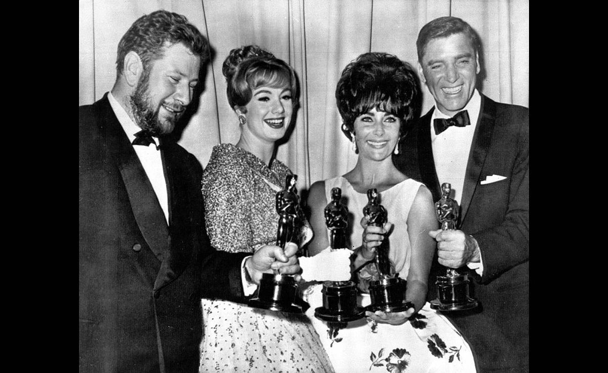 British-born actor Peter Ustinov, left, holds his Best Supporting Actor Oscar for his role in Spartacus, alongside Shirley Jones, Best Supporting Actress for the film Elmer Gantry, Elizabeth Taylor, Best Actress for the film Butterfield 8 and Burt Lancaster, Best Actor for the film Elmer Gantry in this April 17, 1961 photo at the Academy Awards in Santa Monica, Calif.