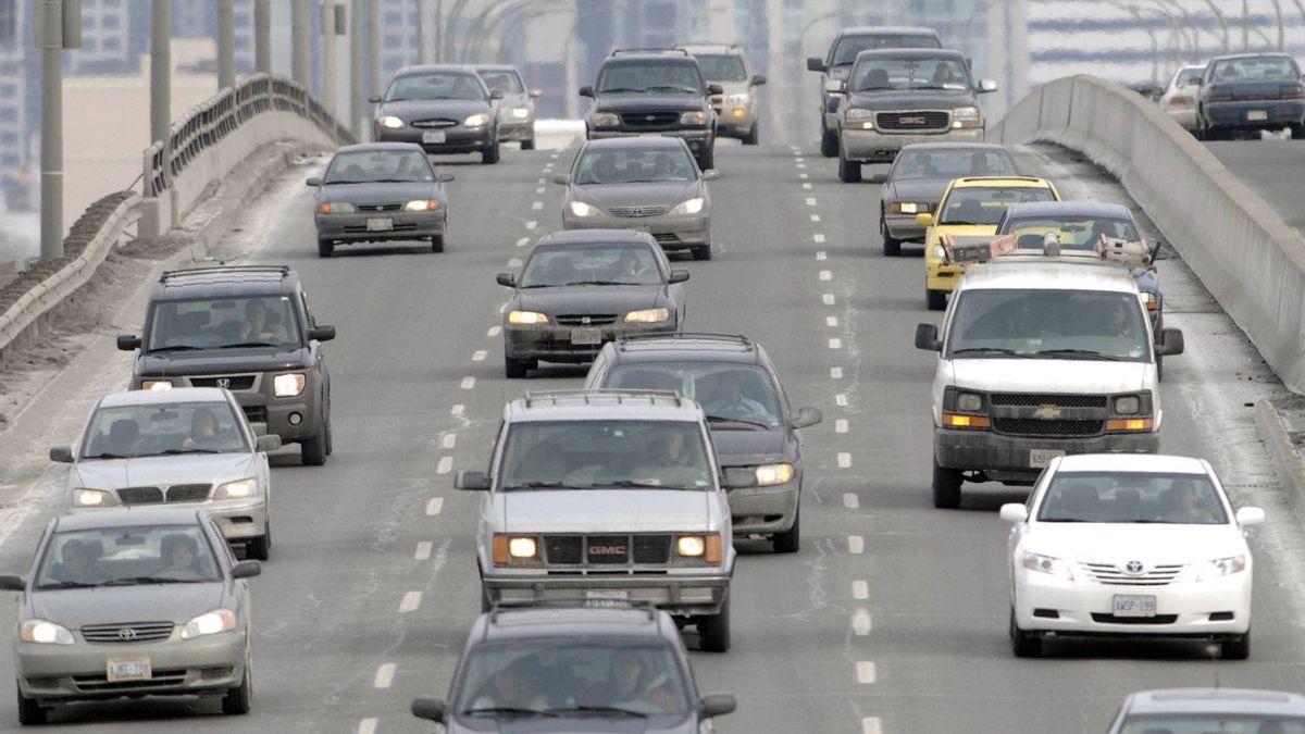 Westbound traffic on the Gardiner Expressway leaving Toronto.