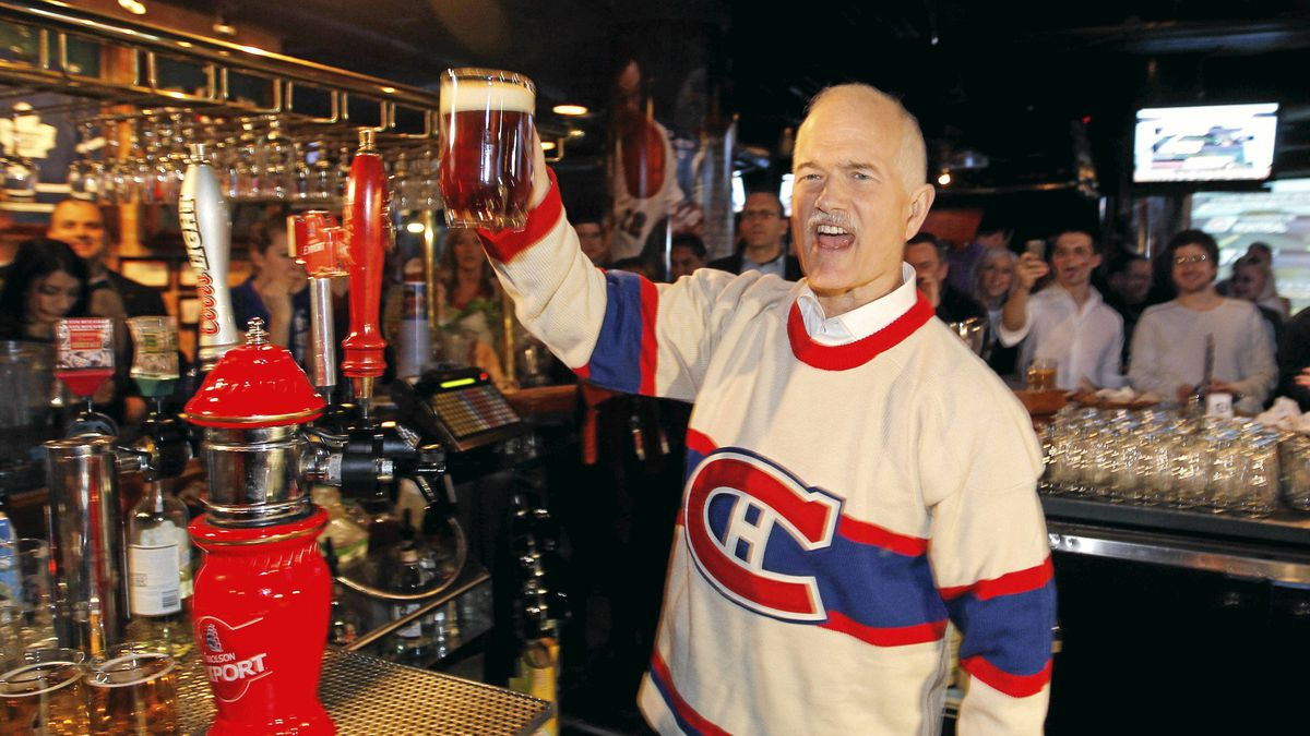New Democratic Party (NDP) leader Jack Layton raises a glass of beer during a campaign stop at a sports bar in Montreal, April 14, 2011. Canadians will go to the polls in a federal election on May 2.