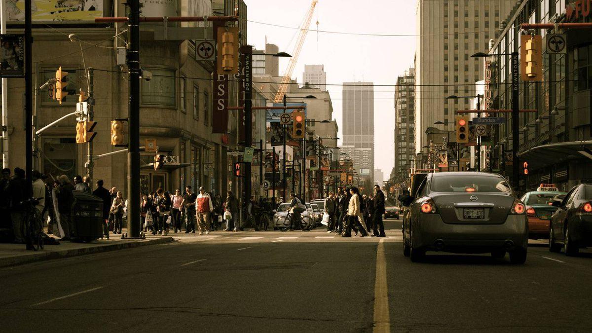 Roberto Brito photo: Downtown - Yonge St looking north to Dundas