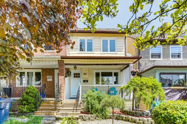 Updated Etobicoke row house sells quickly and over asking price