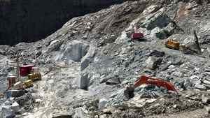 An asbestos mining site near Thetford Mines, Que.