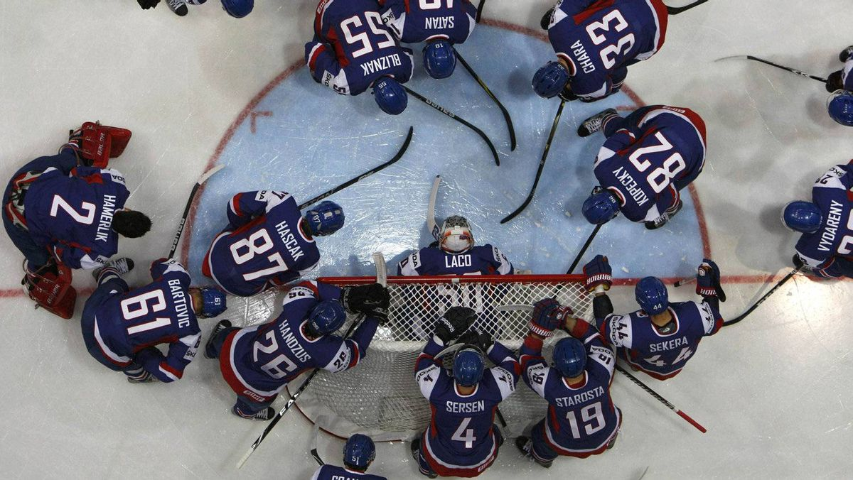 Slovakia's team gather near their net before their 2012 IIHF men's ice hockey World Championship game with the U.S. in Helsinki May 7, 2012. REUTERS/Grigory Dukor