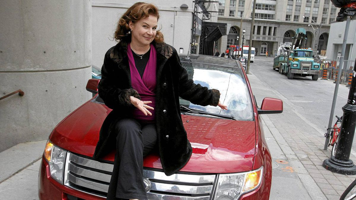 Actress Linda Kash and her Ford Edge.