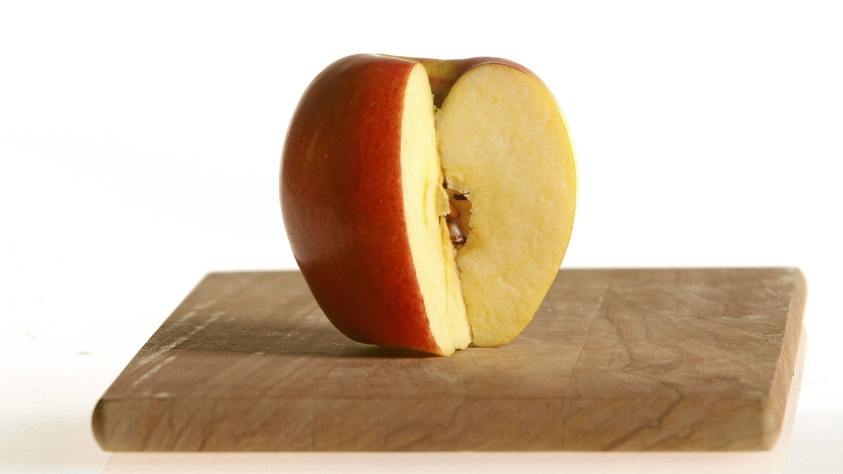 A Pinata apple
