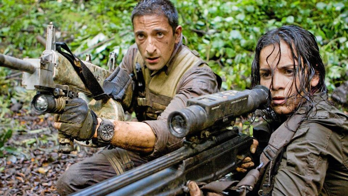 Royce (Adrien Brody) and Isabelle (Alice Braga) take aim during their desperate battle against the aliens.