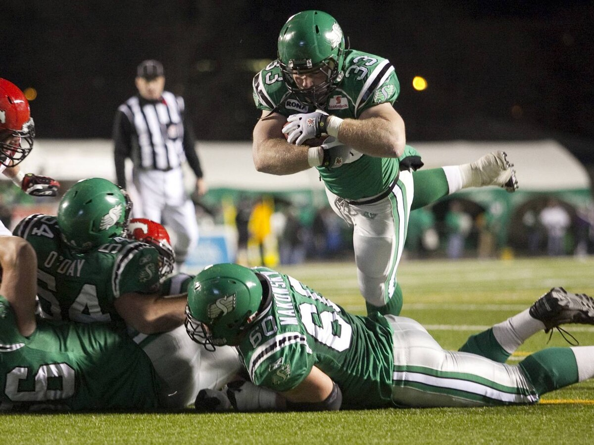 Saskatchewan Roughriders' fullback Chris Szarka jumps in across the line for a touchdown while playing against the Calgary Stampeders during the second half of CFL football action in Regina, Saskatchewan November 7, 2009. Saskatchewan won the game 30-14, making it the first time the Roughriders finished the season in first place in the western division. REUTERS/David Stobbe