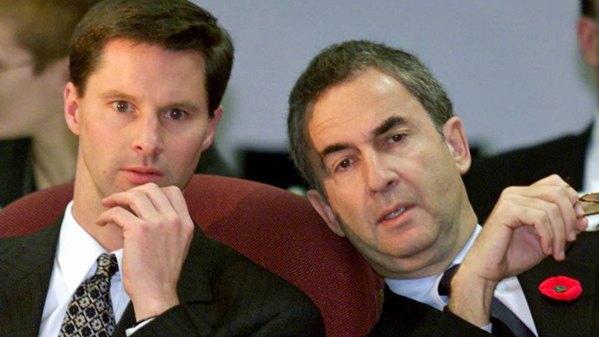 Onex president Gerald Schwartz chats with Nigel Wright prior to an appearance before a Senate committee in Ottawa on Nov 2, 1999.