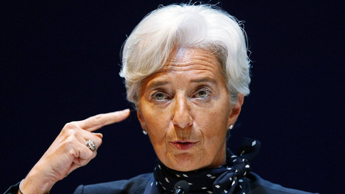 France's Economy Minister Christine Lagarde addresses a news conference.