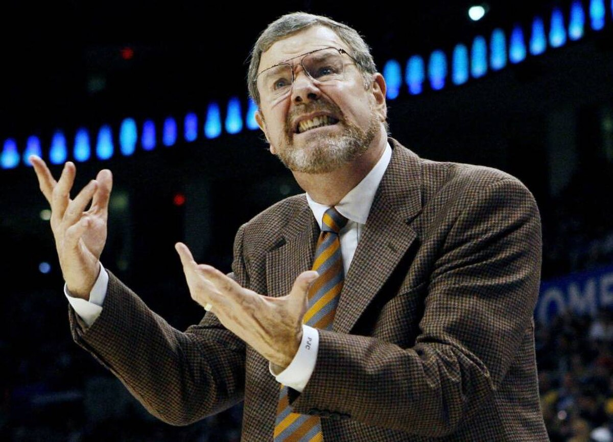 Oklahoma City Thunder head coach P.J. Carlesimo communicates with an official as his team plays the Boston Celtics in the first half during their NBA basketball game in Oklahoma City, Oklahoma, November 5, 2008.