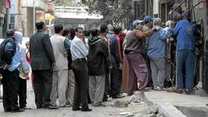 People queue for bread outside a bakery in Cairo, Sunday, Jan. 30, 2011.