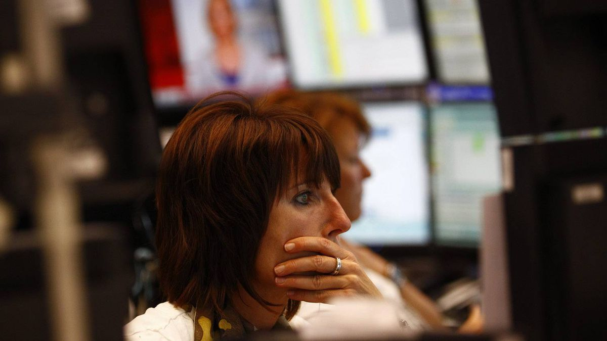 Traders work at their desks at Frankfurt's stock exchange August 8, 2011.