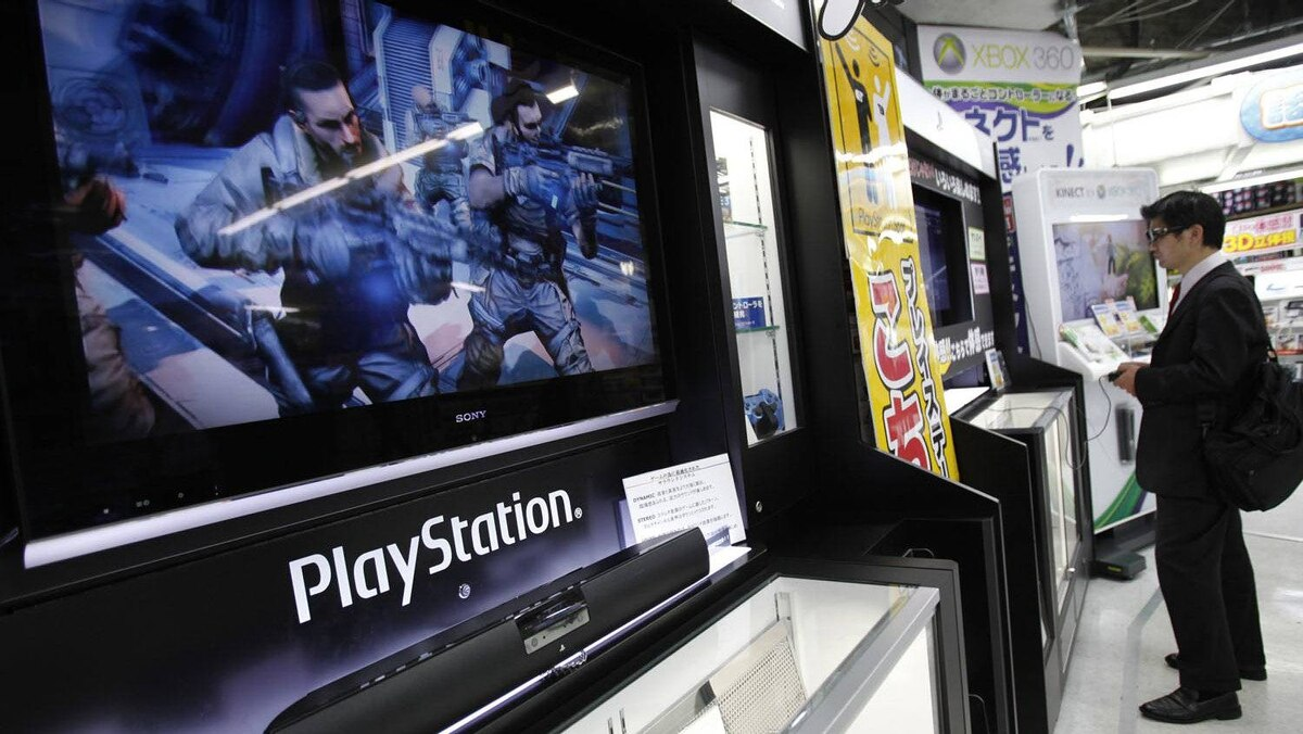 A man plays a game on Sony Corp's PlayStation 3 game console at an electronic store in Tokyo April 27, 2011.