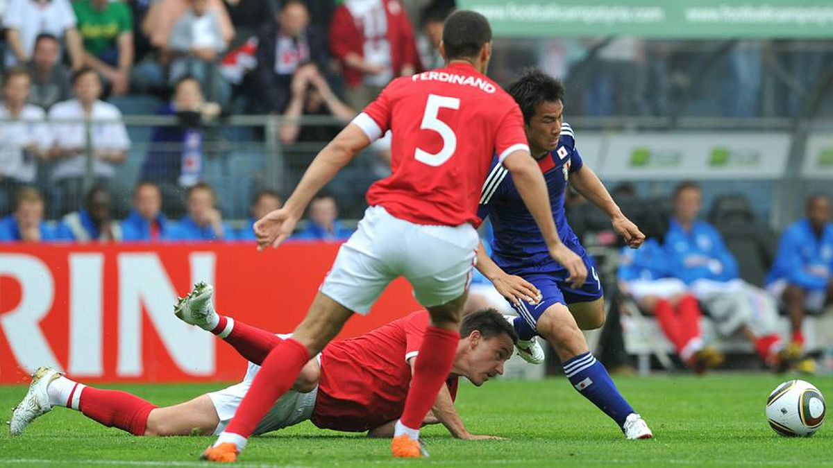 John Terry of England and Shinji Okazaki of Japan during a friendly football match between England and Japan in Graz on 30 May, 2010 prior to the FIFA World Cup 2010.