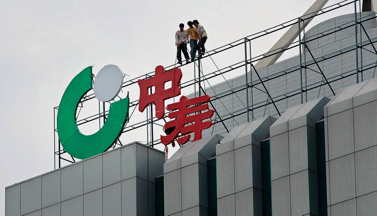 Labourers fix the logo of China Life Insurance, the top Chinese insurer, in Xiangfan, central China's Hubei province.