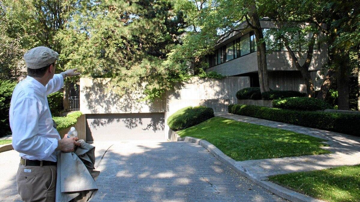 Robert Moffatt outside 95 Ardwold Gate, Toronto.