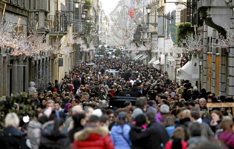 Shoppers on the first day of the new year sales in Rome: European banks took a drubbing Thursday after UniCredit SpA, Italy's largest lender, decided to raise capital through a stock sale at a price more than 40 per cent below the bank's already depressed market levels.