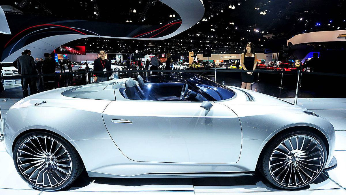 Diesel-electric Audi e-tron Spyder roadster on display at the Los Angeles Auto Show