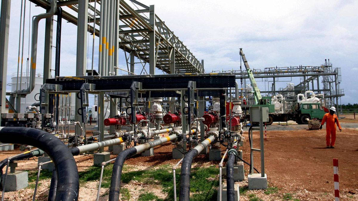 A Tanzanian engineer walks at the Songas gas processing plant in Songo Songo Island, 225 kilometres south of the Tanzanian capital Dar es Salaam. Statoil has found reserves of natural gas off the country's Indian Ocean coast.