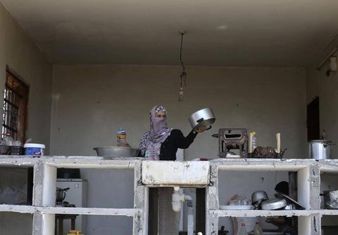 Ceasefire holds as Israelis, Palestinians continue to talk