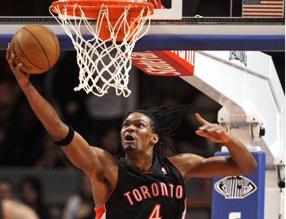Toronto Raptors' Chris Bosh (4) attempts to score during the first half of an NBA basketball game against the New York Knicks on Friday, Jan. 15, 2010, in New York. (AP Photo/Frank Franklin II)