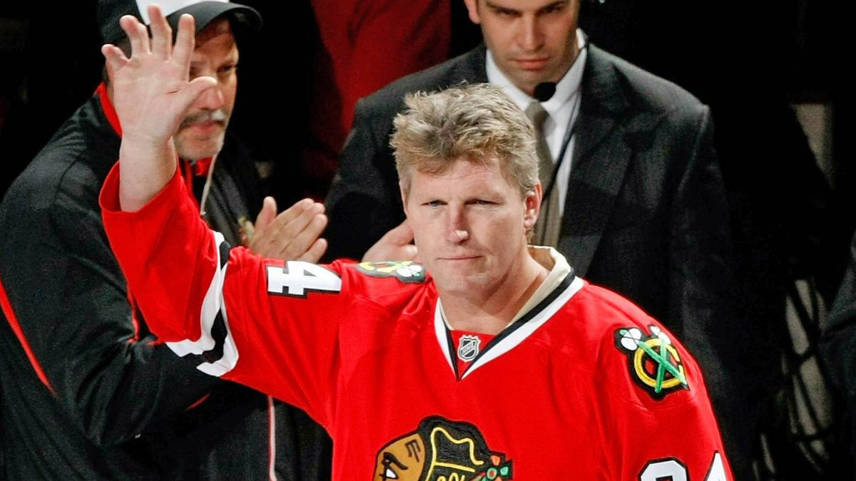 Bob Probert waves to the fans prior to dropping the puck for the cermonial face-off during Game Four of the Western Conference Final of the 2009 Stanley Cup Playoffs between the Chicago Blackhawks and the Detroit Red Wings on May 24, 2009 at the United Center in Chicago.