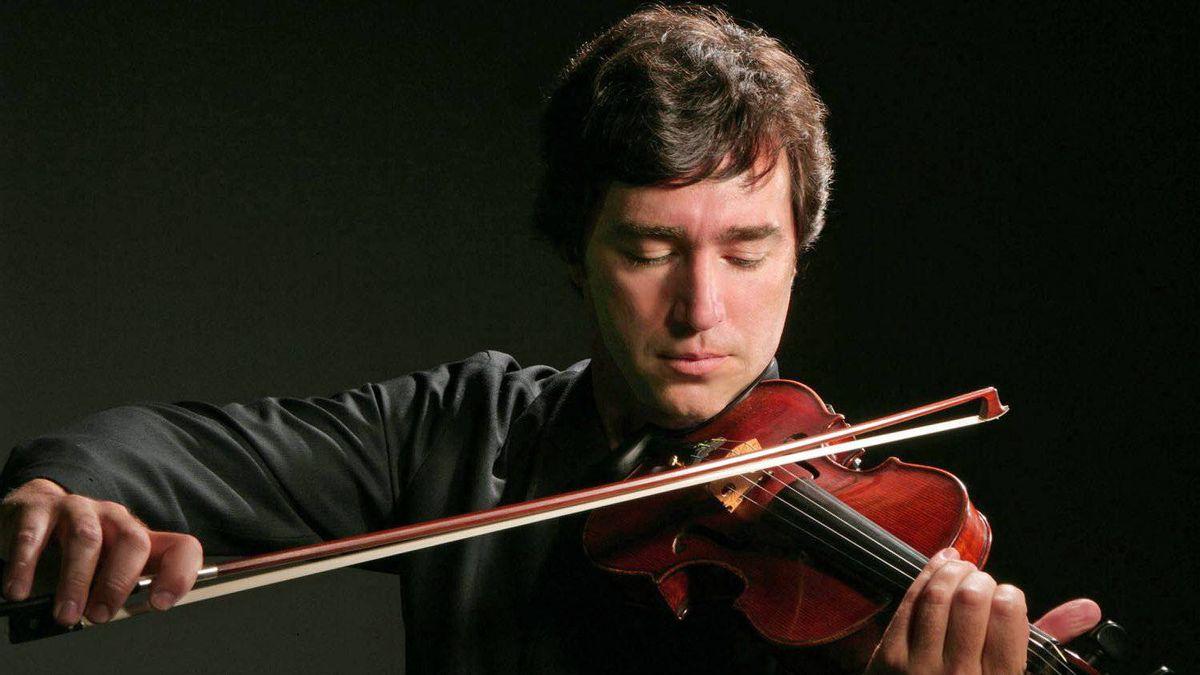 Violinist Dmitri Berlinsky leads the International Chamber Soloists.