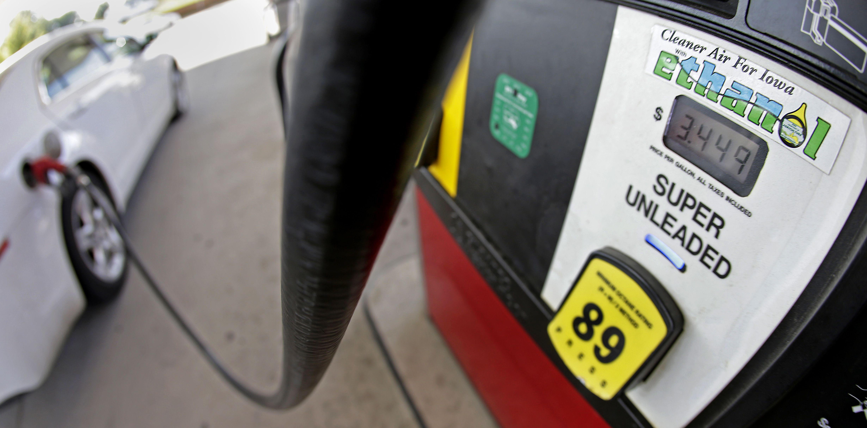 Main U.S. refinery group sues Trump EPA over high-ethanol gasoline