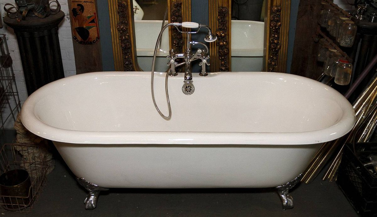 A refinished tubs at Addison Inc. on Wabash Ave., Toronto 19, 2012, Photo by: Fernando Morales/The Globe and Mail