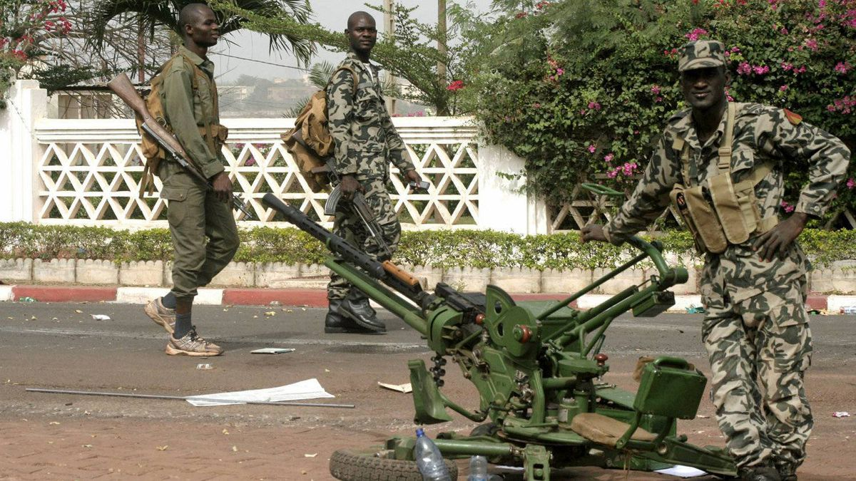 Soldiers stand guard outside the presidential palace after a military coup in Bamako, Mali, on March 23, 2012.