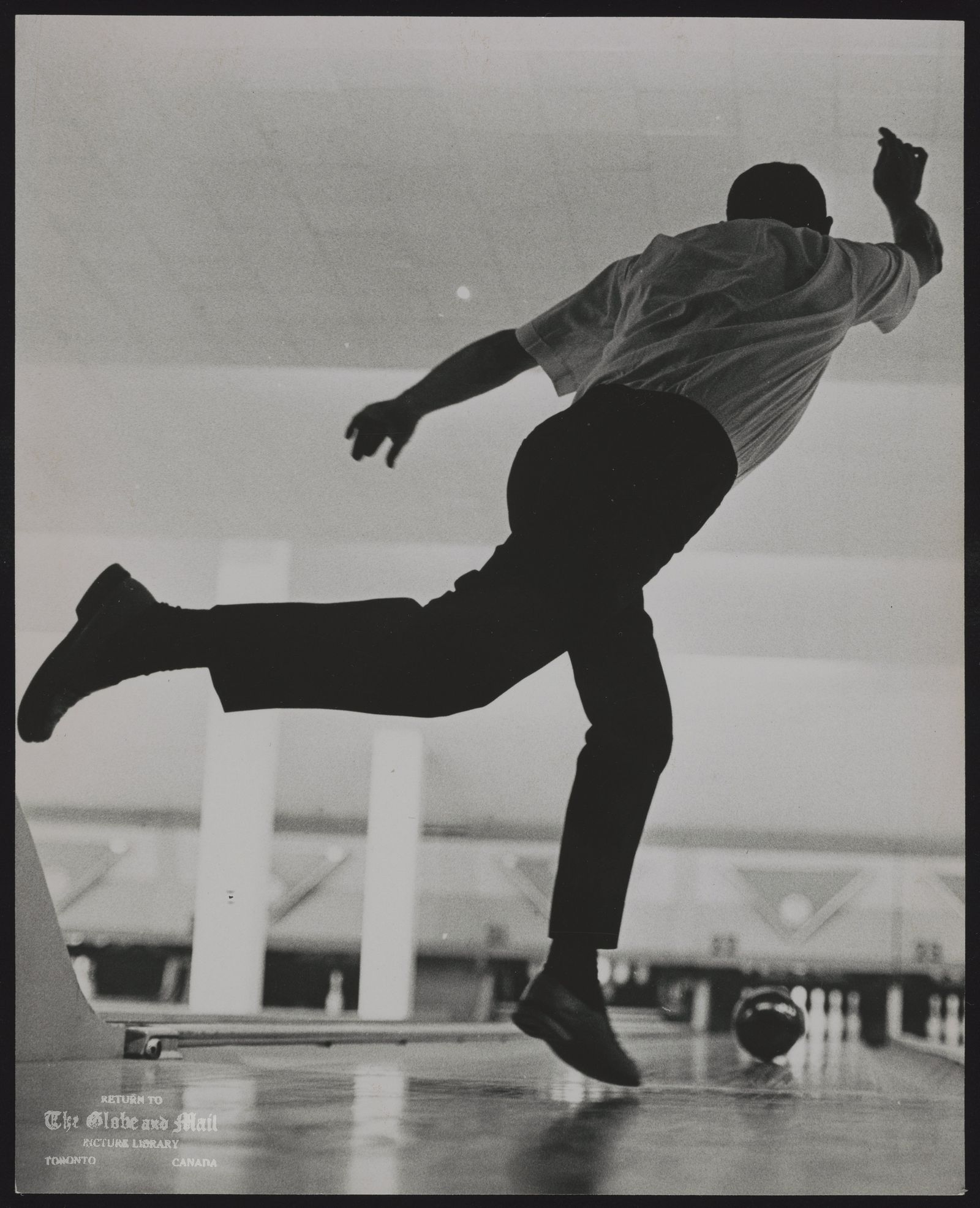 The notes transcribed from the back of this photograph are as follows: BOWLING