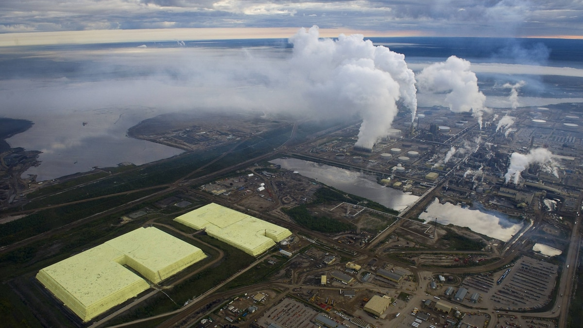 Canada's existing framework for monitoring the oil sands' environmental impact is simply 'inadquate,' a new federal plan says.