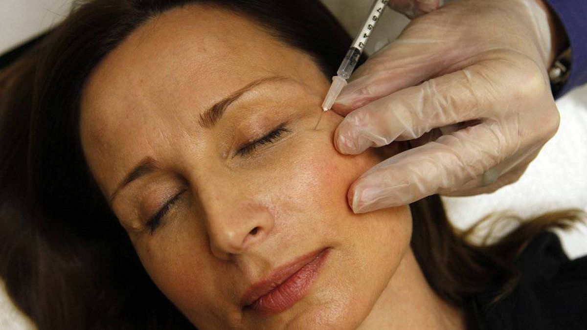 Colleen Delsack, 47, of Alexandria, Va., is injected with Botox injected by Shannon Ginnan, at Reveal in Arlington, Va., on Friday, June 5, 2009.