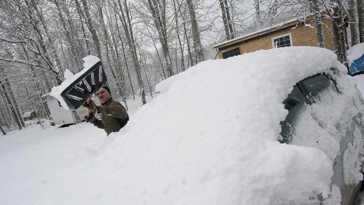 Jean Richard clears snow from his car at his ski cottage in Waterford, NB on Monday, December 27, 2010. Most of New Brunswick was hit with heavy snow that began falling early Monday morning.